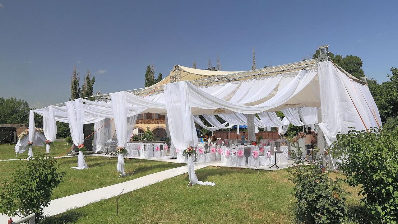 Koszty ślubu i wesela – jak się przygotować i jak oszczędzać pieniądze