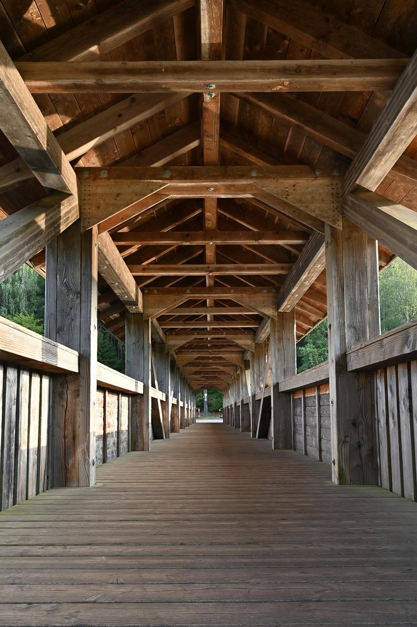 Jakie drewno wybrać na więźbę dachową?